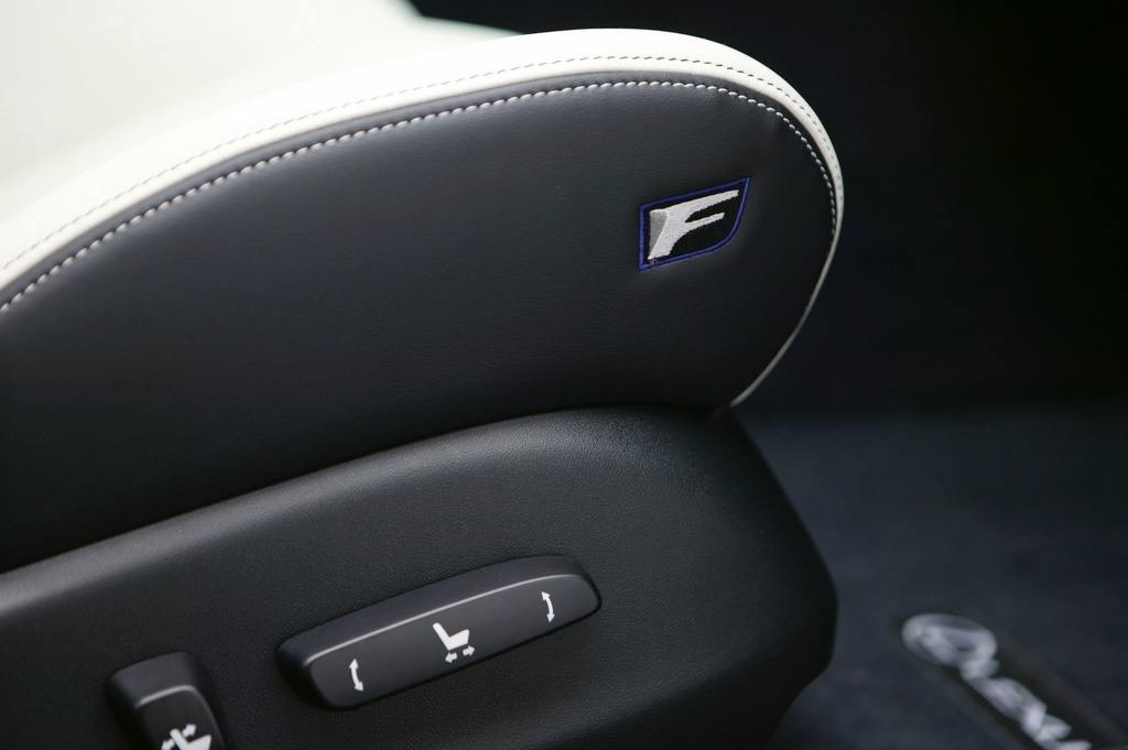 Lexus IS F seat controls
