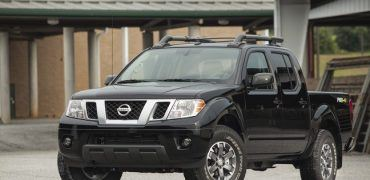 2015 Nissan Frontier PRO4X front