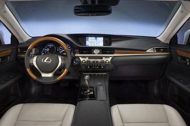 2014 Lexus ES300h cabin