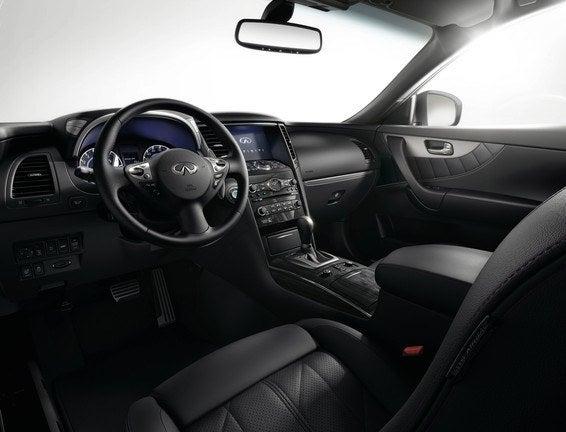 2015 Infiniti QX70 cabin