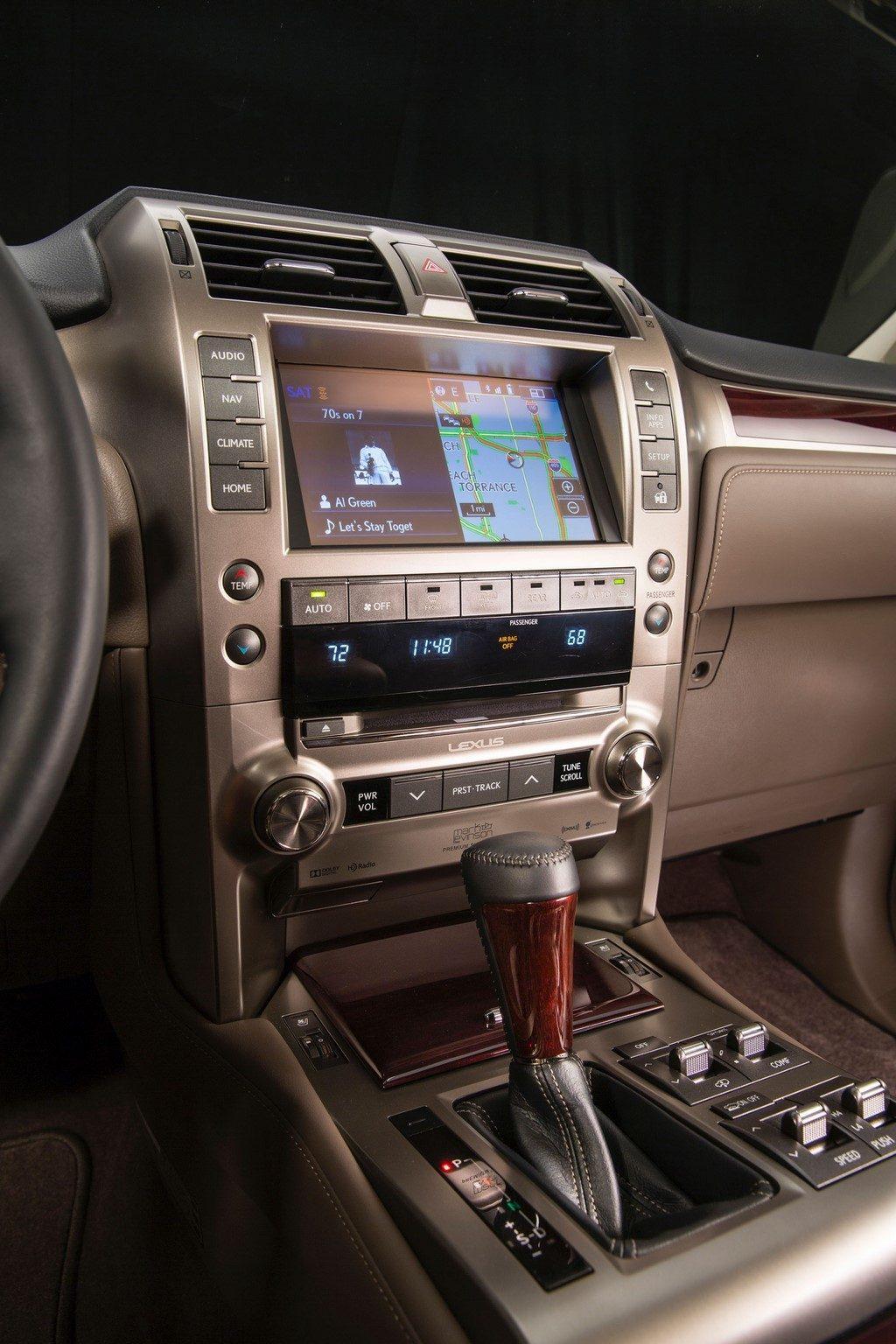 2014 Lexus GX 460 center console