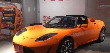 Tesla Roadster Autoshow 370x180 - Tesla Roadster, Gone But Not Forgotten...