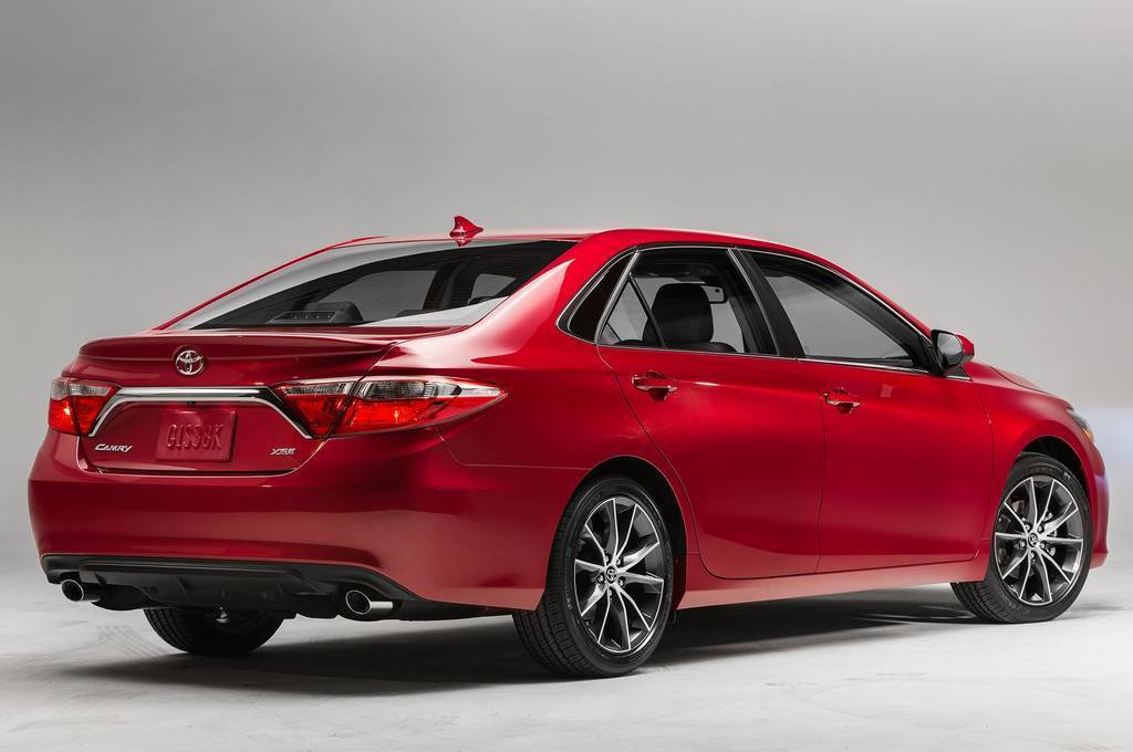 2015 Toyota Camry Xse Rear Photo On Automoblog Net