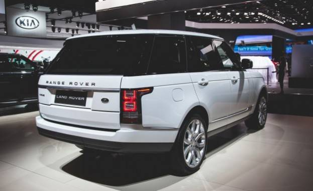 White 2016 Land Rover Range Rover Diesel right rear