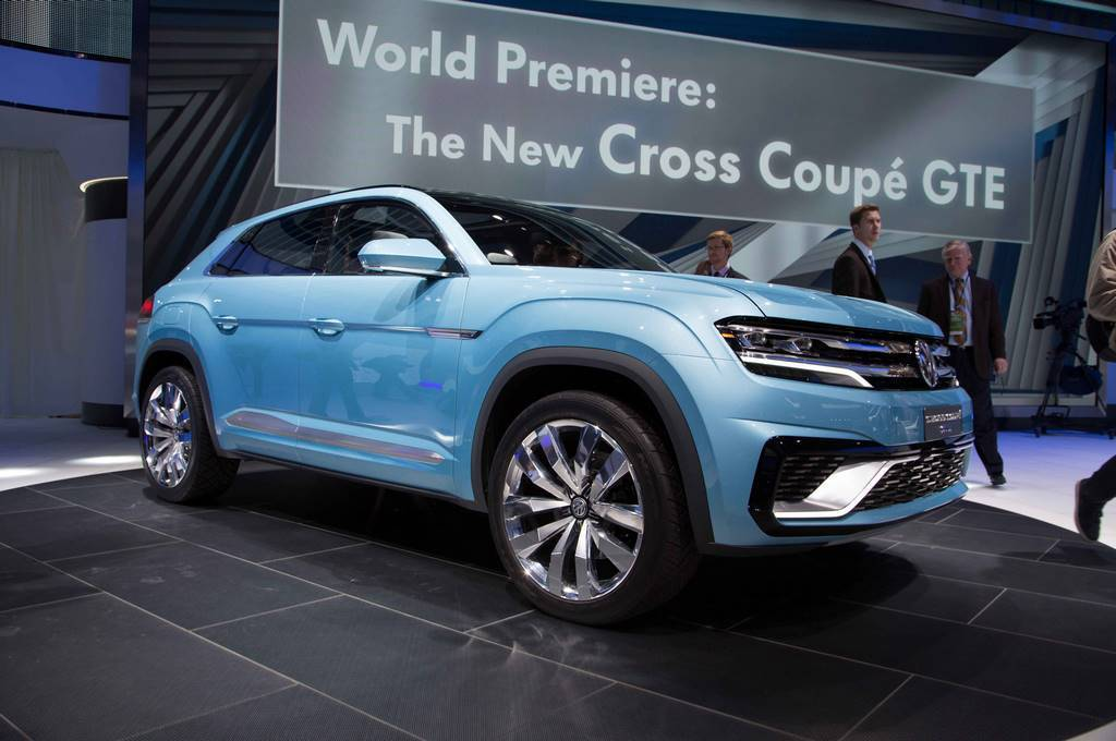 volkswagen cross coupe gte concept front three quarters