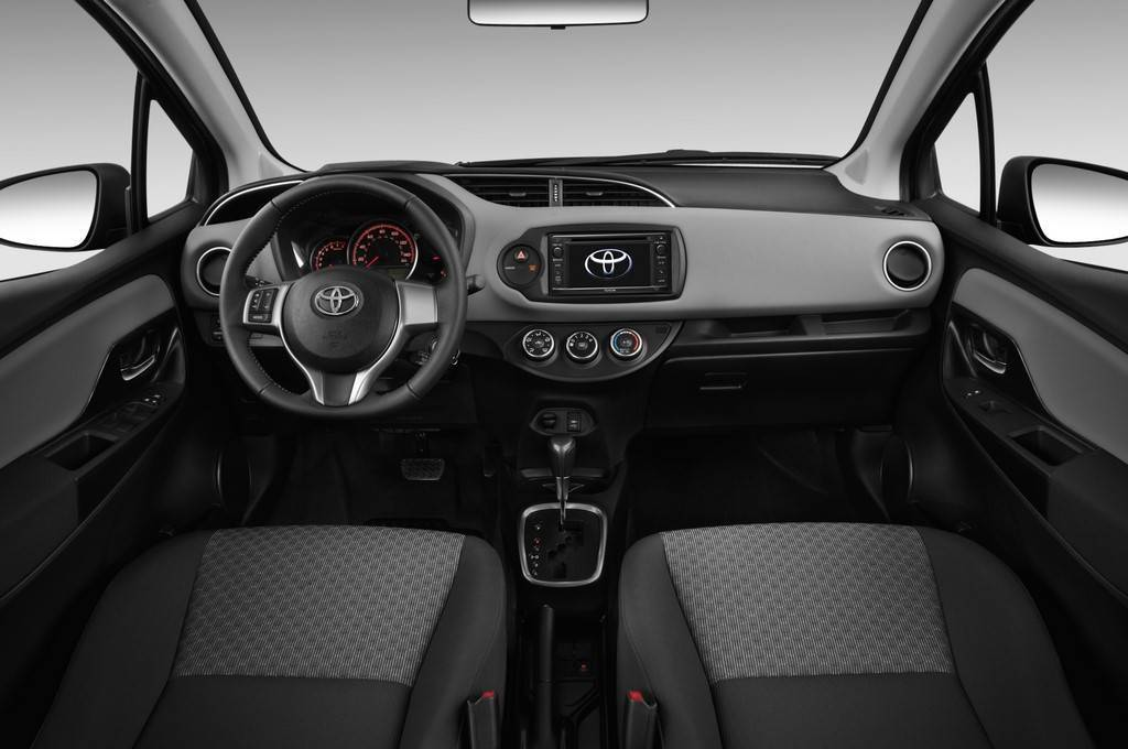 2015 toyota yaris interior photo on for Interieur yaris 2015
