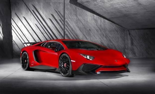 Lamborghini Aventador SV Right Front