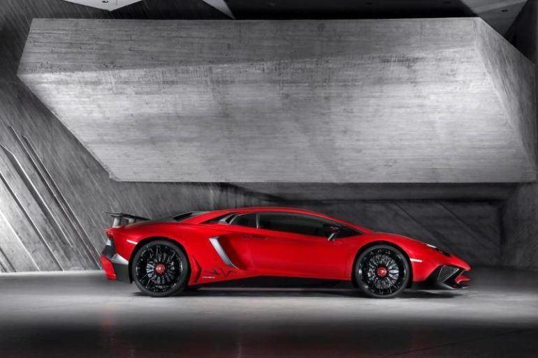 Lamborghini Aventador Superveloce Roars into Geneva Motor Show 21