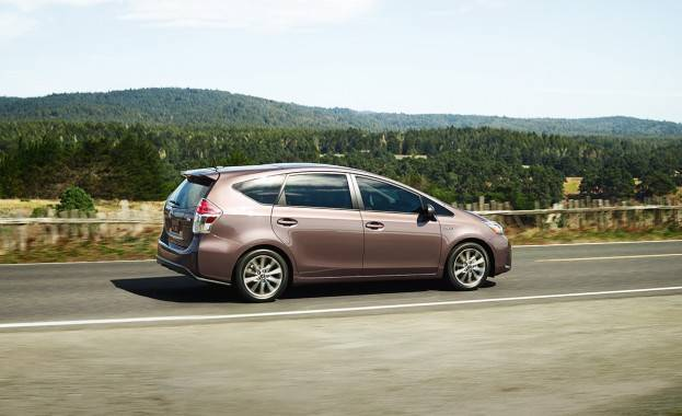 2015 Toyota Prius V Right Side Profile