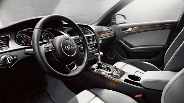 2015-Audi-allroad-interior #1