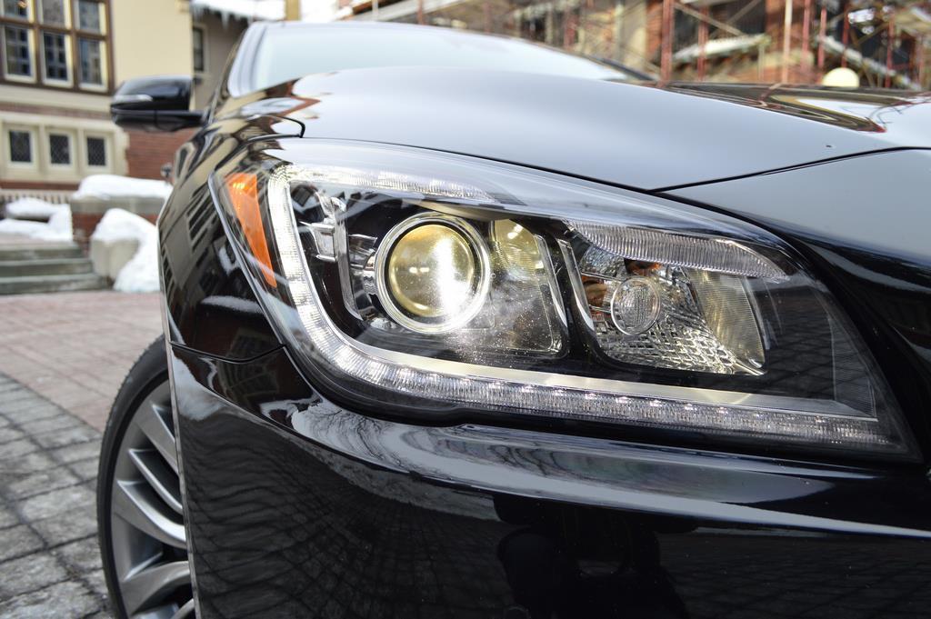 2015 Hyundai Genesis headlight