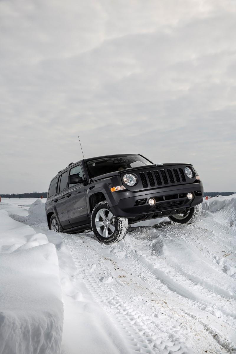 2015 Jeep Patriot climbing