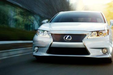 2015 Lexus ES hybrid exterior front driving starfire pearl overlay