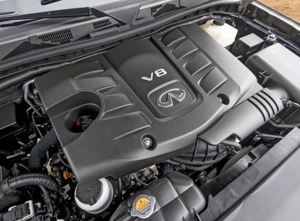 2015_Infiniti_QX80_Engine
