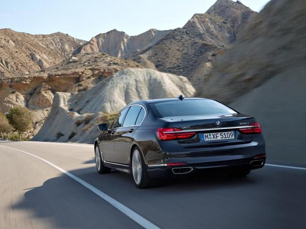 2016 BMW 7 Series Mountain Road Driving