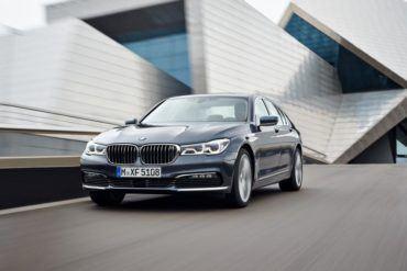 2016 BMW 750Li xDrive 101 876x535