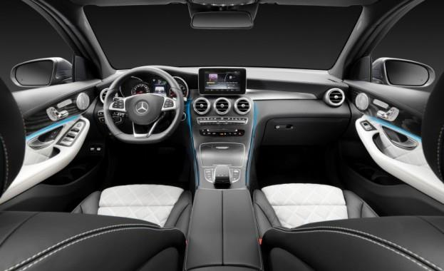 2016 Mercedes-Benz GLC Dashboard and Center Console