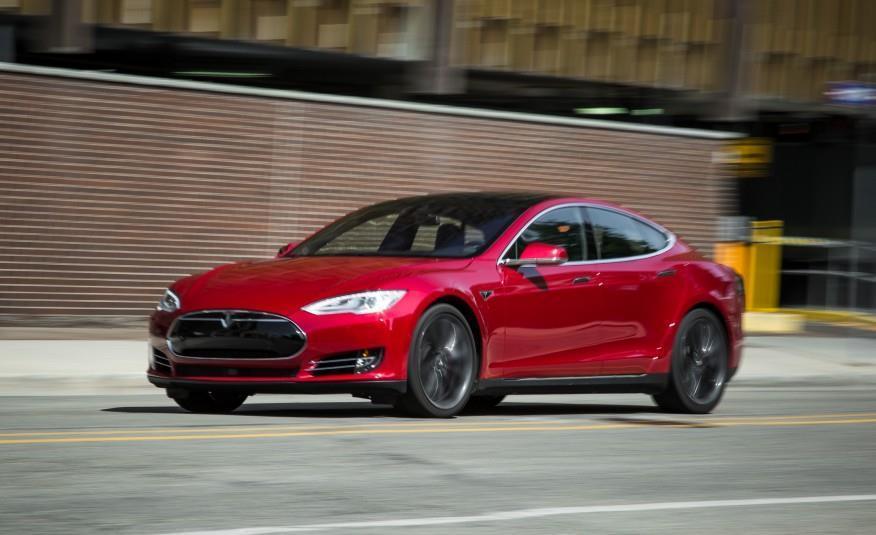 2015 Tesla Model S P85D Left Front Three Quarters