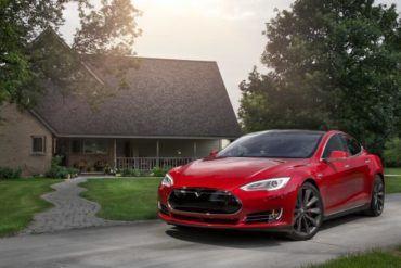 2015 Tesla Model S P85D 108 876x535
