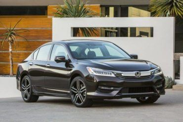 2016 Honda Accord sedan 101 876x535