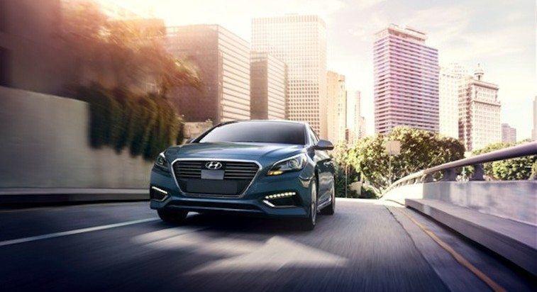 2016 Hyundai Sonata Hybrid driving
