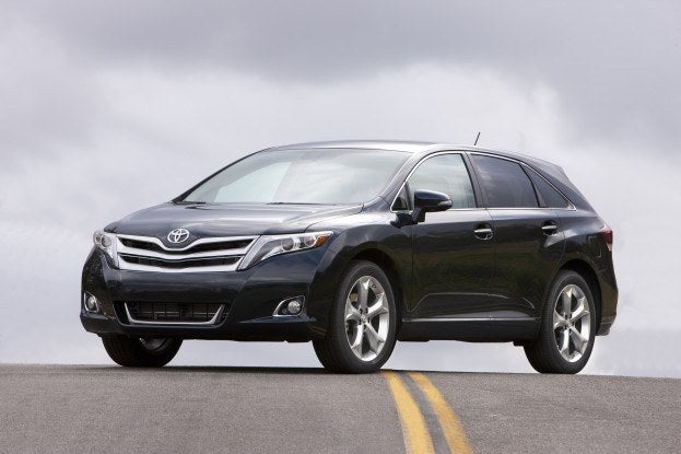 Toyota Venza Road Pose