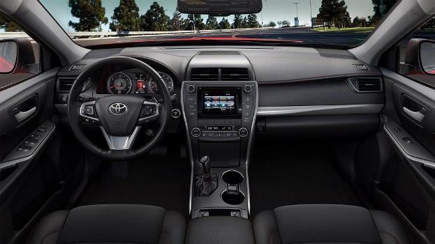 Toyota camry 2015 se features