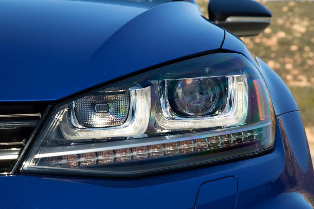 2015 VW Golf R headlight