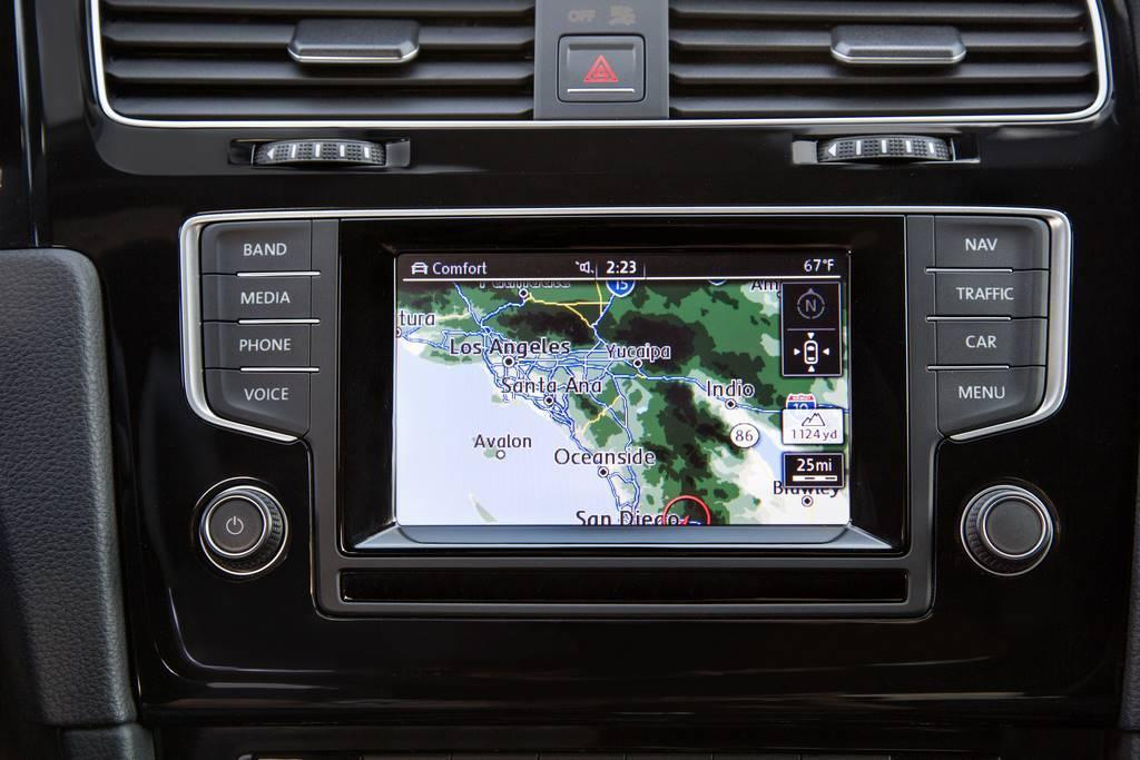2015 VW Golf R infotainment