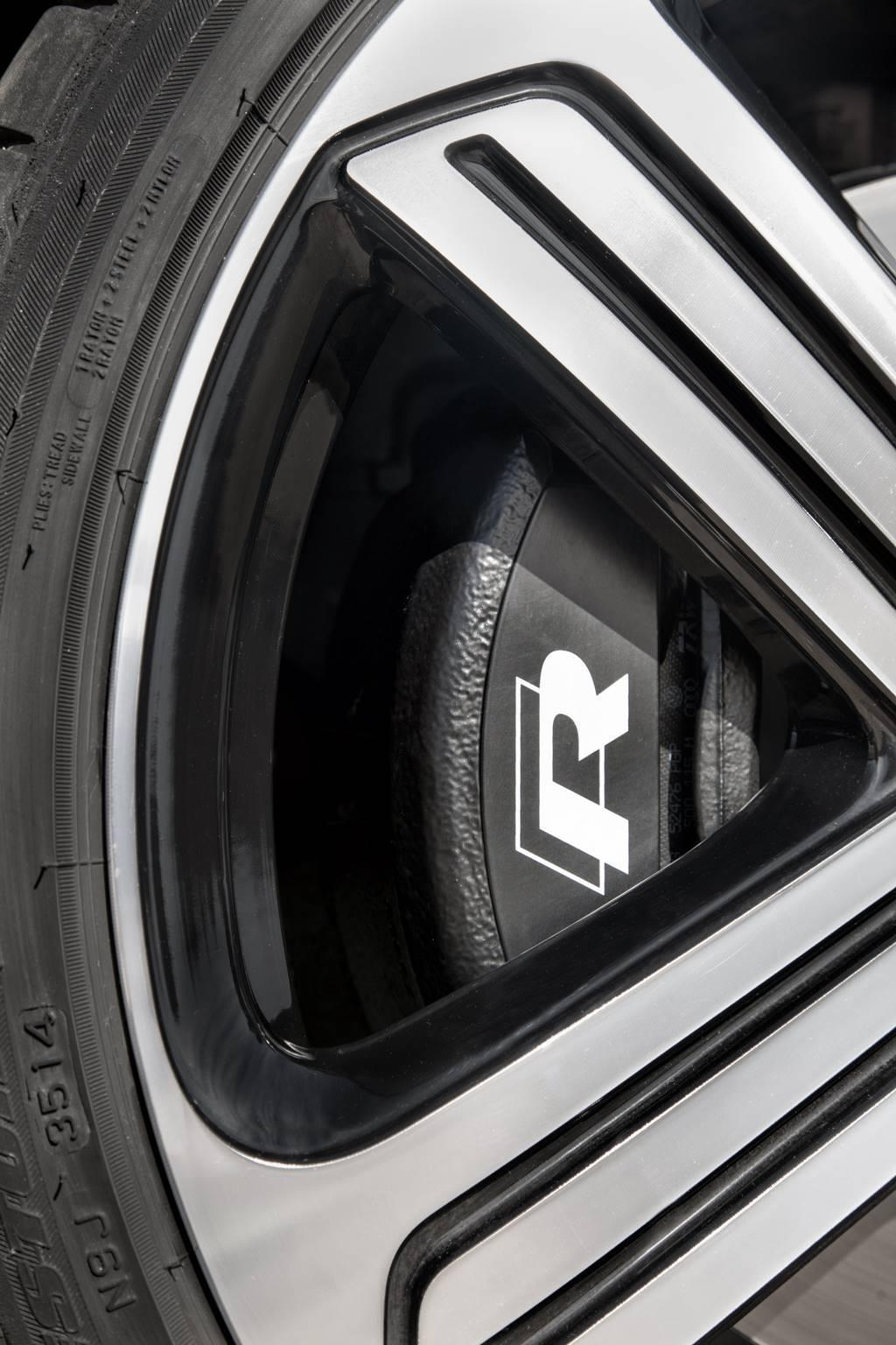 2015 VW Golf R wheel