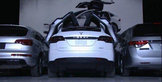 Tesla Model X doors