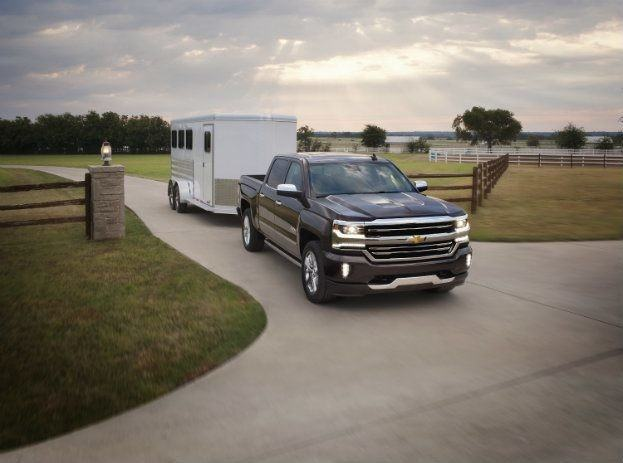 2016-Chevrolet-Silverado-High-Country-with-trailer-003