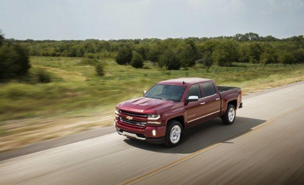 2016-Chevrolet-Silverado-LTZ-Z71-in-motion-009