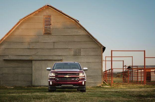 2016-Chevrolet-Silverado-LTZ-Z71-with-barn-010
