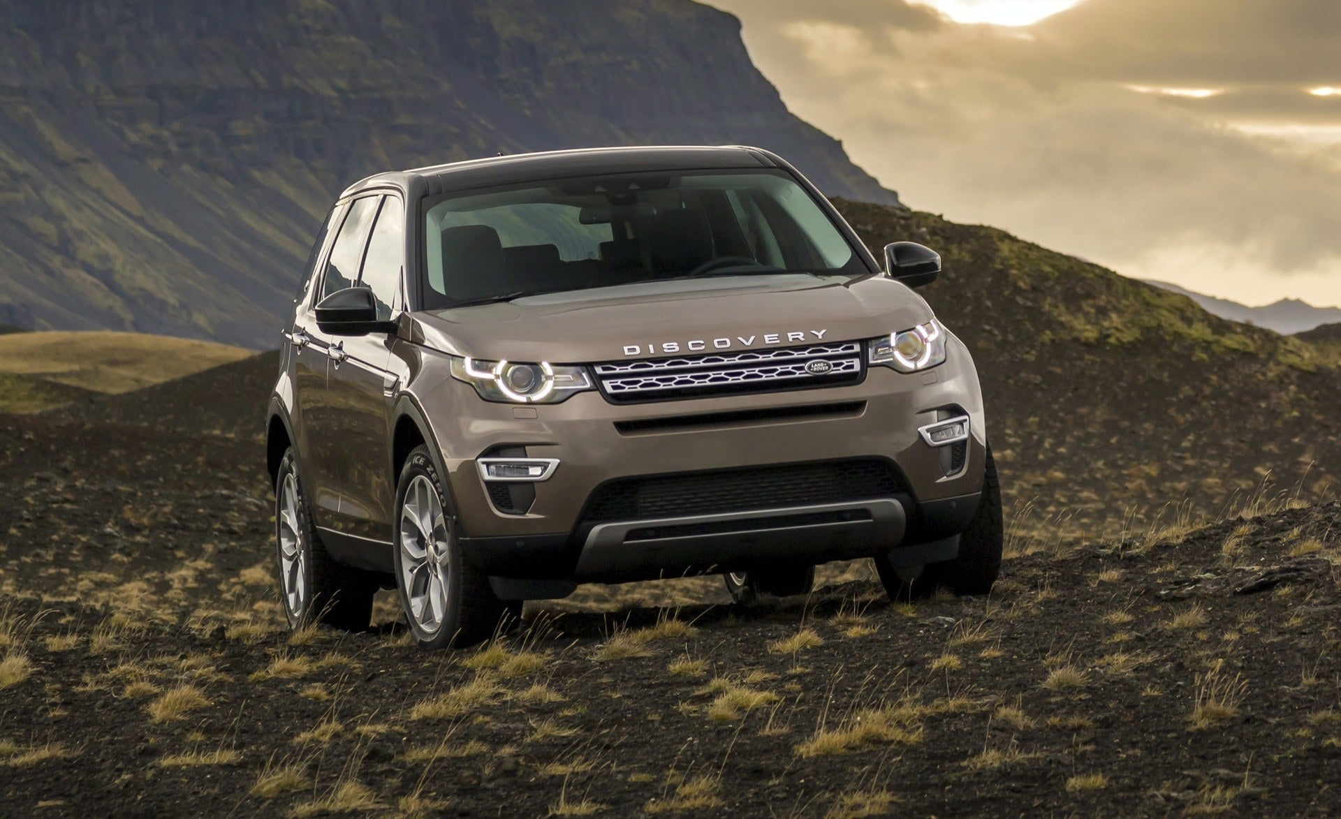 Exterior: 2016 Land Rover Discovery Sport Review