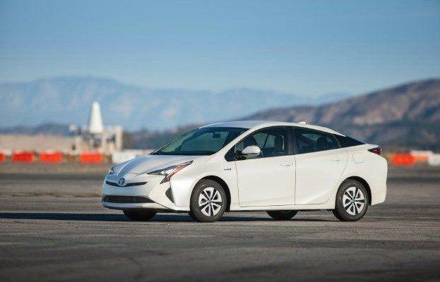 2016_Toyota_Prius_Two_Eco_01