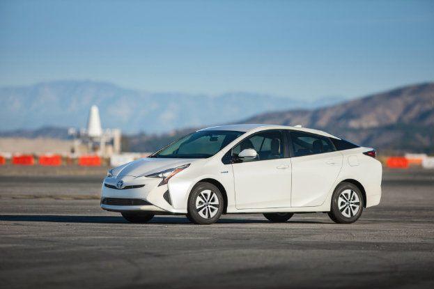 2016 Toyota Prius Two Eco 01