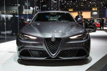 2017 Alfa Romeo Giulia 1021 876x535