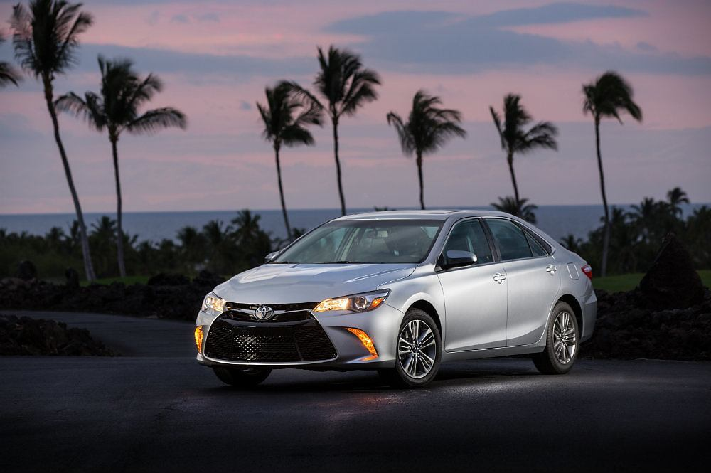 2016 toyota camry se special edition review carhoots. Black Bedroom Furniture Sets. Home Design Ideas