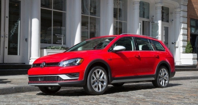 A Year After Debuting In Europe The Rugged And Mild Off Roading Volkswagen Golf Alltrack Has Finally Arrived On North American Ss