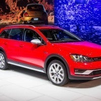 2017 Volkswagen Golf Alltrack Right Front Three Quarters