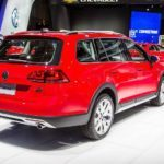 2017 Volkswagen Golf Alltrack 1041 876x535