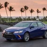 2015_Toyota_Camry_Hybrid_002