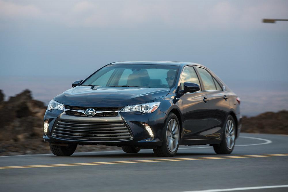 2015_Toyota_Camry_Hybrid_010
