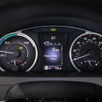 2015_Toyota_Camry_Hybrid_017