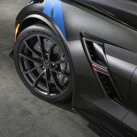 2017-Chevrolet-Corvette-GrandSport-004