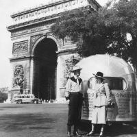 Another great spot to see while in Paris is the Arc de Triomphe, as this western-garbed couple could attest. Begun in 1806 under orders of the Emperor Napoleon, this monument was created to honor his Grand Army's victories.