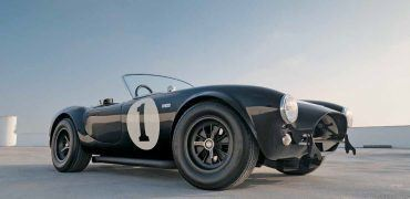 ShelbyCobraSnakeConqueredWorldFrontis 370x180 - Automoblog Book Garage: Shelby Cobra: The Snake That Conquered the World