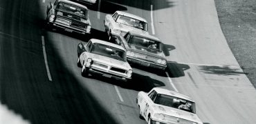 """Early action at the 1963 Daytona 500. Richard Petty was still called """"Dick"""" or """"Lee Petty's kid,"""" and drivers—and journalists— were discovering the benefits of drafting on NASCAR superspeedways. According to Ray Brock in Hot Rod magazine, """"Dick Petty gained 10 mph"""" by drafting faster cars. Archives/TEN: The Enthusiast Network Magazines, LLC"""