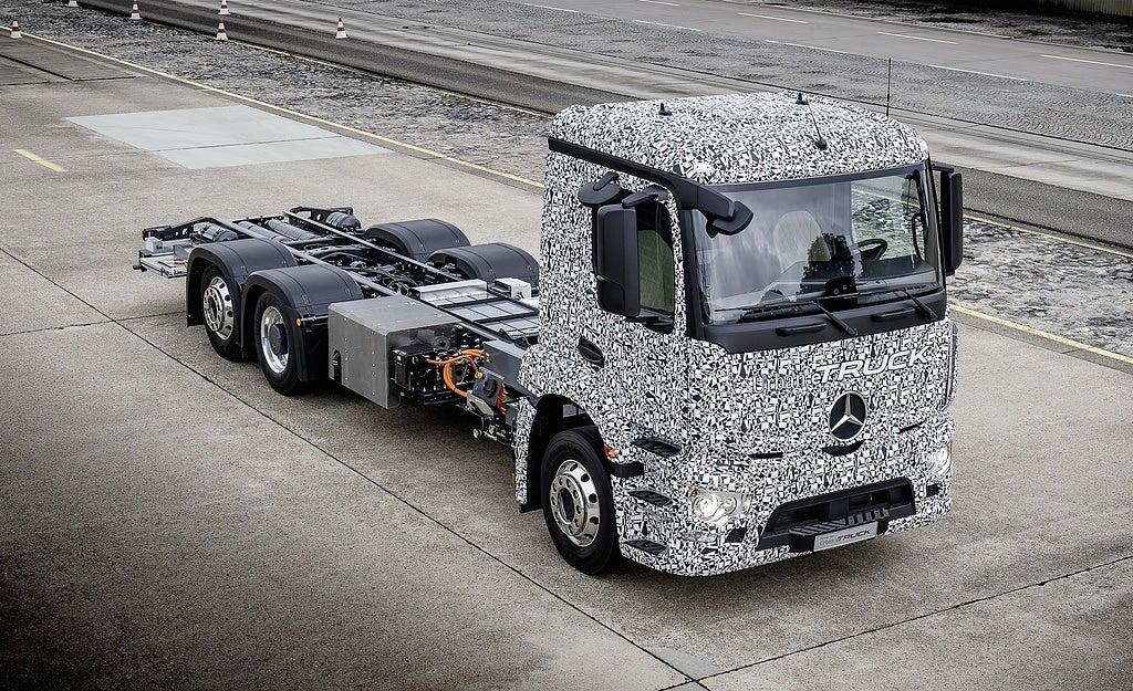 First Look: Mercedes-Benz Urban eTruck Prototype